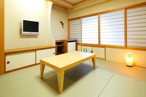 http://www.taiheiyo-ferry.co.jp/senpaku/kiso/img/pic_kiso_room08.jpg