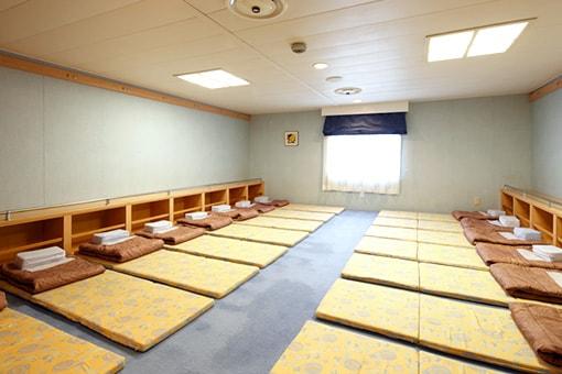 http://www.taiheiyo-ferry.co.jp/senpaku/kiso/img/pic_kiso_room12.jpg